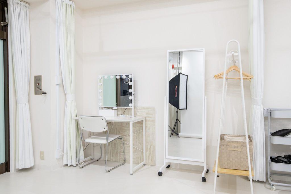 メイクルームと着替えスペース